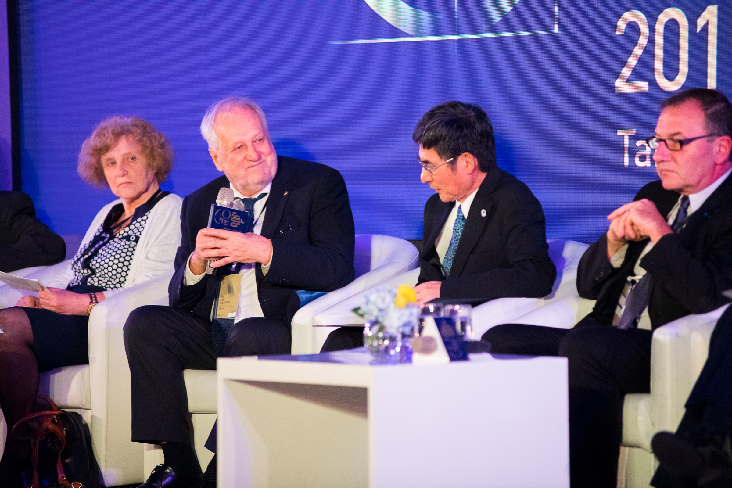 Prezes PAN dyskutuje z uczestnikami forum